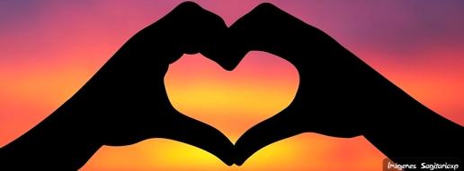Portada para facebook de amor : Corazón con las manos