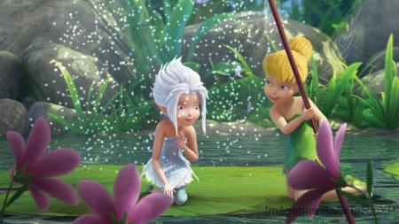 Tinker Bell y Peri Winkle Jugando en el hielo